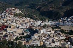 Взгляд панорамы над Священным городом Moulay Idriss Zerhoun включает стоковые изображения rf