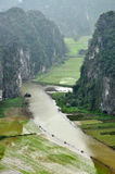 Взгляд панорамы полей и известковых скал риса и от вида m Стоковые Изображения