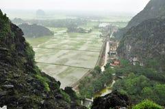 Взгляд панорамы полей и известковых скал риса и от вида m Стоковое Изображение