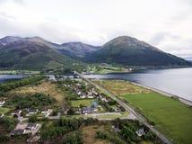 Взгляд панорамы природы съемки Шотландии гористой местности Глена Coe воздушный Стоковое Изображение RF
