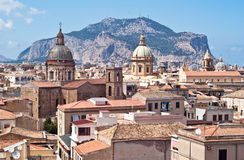 Взгляд Палермо с старыми домами и памятниками Стоковая Фотография RF