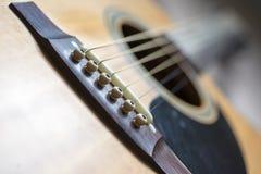 Конец-вверх акустической гитары Стоковое фото RF