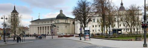 Взгляд перспективы церков собора весны Стоковое фото RF