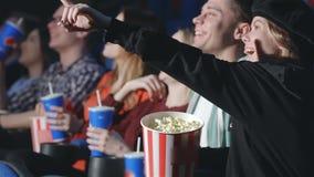 Взгляд перспективы 7 людей в кино видеоматериал