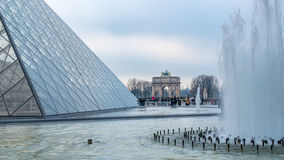 Взгляд пирамиды жалюзи в Париже Стоковая Фотография RF