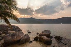 Взгляд побережья гор и моря Paraty - RJ Стоковая Фотография RF