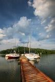 Взгляд порта с яхтами ветрила Стоковые Изображения RF