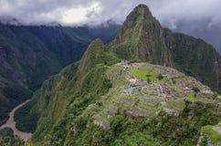 Взгляд потерянного Incan города Machu Picchu и Huayna Picchu mo Стоковые Изображения RF