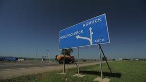 взгляд подкраской дорожного знака угла голубой широко видеоматериал