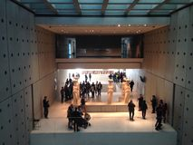 взгляд правильной позиции музея athens акрополя Стоковые Фотографии RF