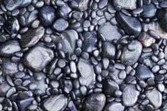 Взгляд предпосылки черных утесов реки Стоковые Фотографии RF