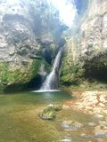 Взгляд природы Швейцарии водопадов славный стоковая фотография rf