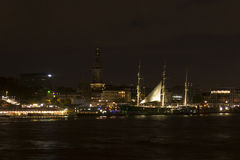 Взгляд пристаней St Pauli к ноча, одно из tou майора ` s Гамбурга стоковая фотография rf