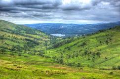 Взгляд пропуска Kirkstone к Grasmere районом Англией Великобританией озера гостиница пропуска Kirkstone в HDR Стоковое Фото