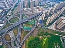Взгляд птиц-глаза воздушного фотографирования lan дороги моста виадука города стоковое изображение rf