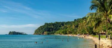 Взгляд пляжа с белым песком, Koh Chang, Таиланд Стоковая Фотография