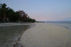 Взгляд пляжа Taljo, Panglao, Bohol, Филиппин на восходе солнца Стоковое Изображение