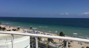 Взгляд пляж Атлантического океана, Fort Lauderdale, Флорида Стоковая Фотография