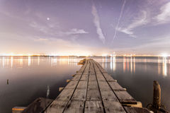 Взгляд рассвета на деревянном мосте Стоковая Фотография
