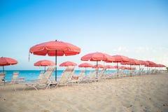 Взгляд рая тропического пустого песочного plage с Стоковые Изображения