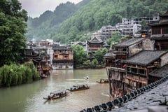 Взгляд древнего города Fenghuang на дождливый день Стоковое Изображение