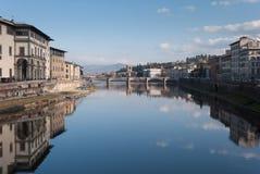 Взгляд реки Арно от Ponte Vecchio Стоковая Фотография