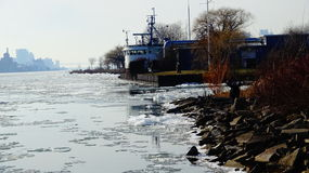 Взгляд реки фронта воды острова красавицы Стоковое Изображение