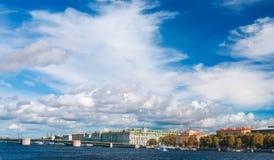 Взгляд реки Neva в StPetersburg, России Стоковая Фотография RF