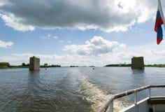 Взгляд реки Volkhov от палубы корабля, поддержки Стоковые Изображения