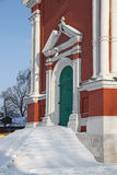 Взгляд России Kolomna церков двери старой в историческом стоковое фото