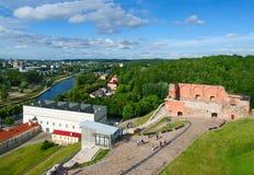 Взгляд руин верхнего замка Vilna и реки Neris от бдительности Стоковая Фотография