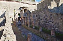 Взгляд руин Ercolano, разрушенных Vesuvius Стоковые Фото