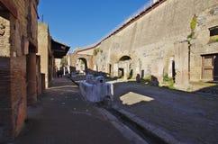 Взгляд руин Ercolano, разрушенных Vesuvius Стоковая Фотография RF