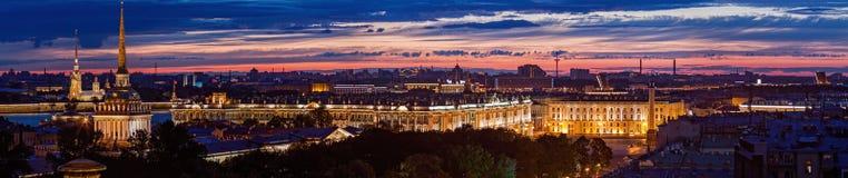 Взгляд Санкт-Петербурга ночи панорамный Стоковое фото RF