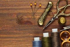 Взгляд сверху аксессуаров винтажной руки шить Стоковое Фото