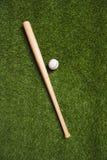 Взгляд сверху бейсбольной биты и шарика Стоковые Изображения RF
