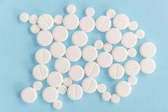 Взгляд сверху белых медицинских таблеток Стоковые Изображения RF