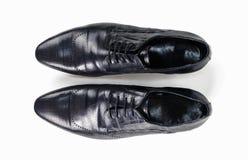 Взгляд сверху ботинок черных кожаных людей Стоковые Фотографии RF