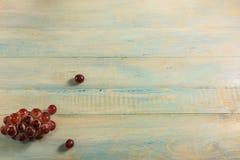 Взгляд сверху виноградины на деревянной таблице Стоковое Изображение RF