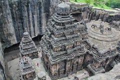 Взгляд сверху виска Kailsa, старого индусского камня высекаенный висок, не выдалбливает никакие 16, Ellora, Индия Стоковое фото RF