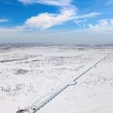 Взгляд сверху газопровода в тундре Стоковое Изображение