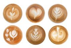 Взгляд сверху горячей пены спирали капучино кофе изолированной на белой предпосылке, пути стоковое фото