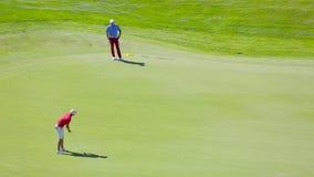 Взгляд сверху гольфа игры людей акции видеоматериалы