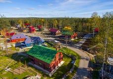 Взгляд сверху деревни и дома в древесинах Стоковое Фото