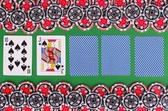 Взгляд сверху зеленой таблицы с 10, jack казино, покрыло играть Стоковая Фотография