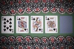 Взгляд сверху зеленой таблицы с 10, jack казино, ферзя, короля, бухты Стоковое фото RF