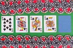 Взгляд сверху зеленой таблицы с 10, jack казино, ферзя, короля, бухты Стоковые Изображения