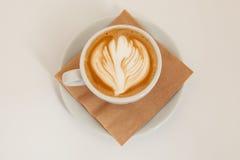 Взгляд сверху искусства latte чашки кофе Стоковые Изображения RF