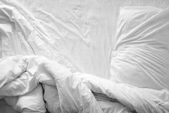 Взгляд сверху листов и подушки постельных принадлежностей f Стоковая Фотография