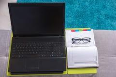 Взгляд сверху компьтер-книжка-таблицы с компьтер-книжкой Стоковые Изображения